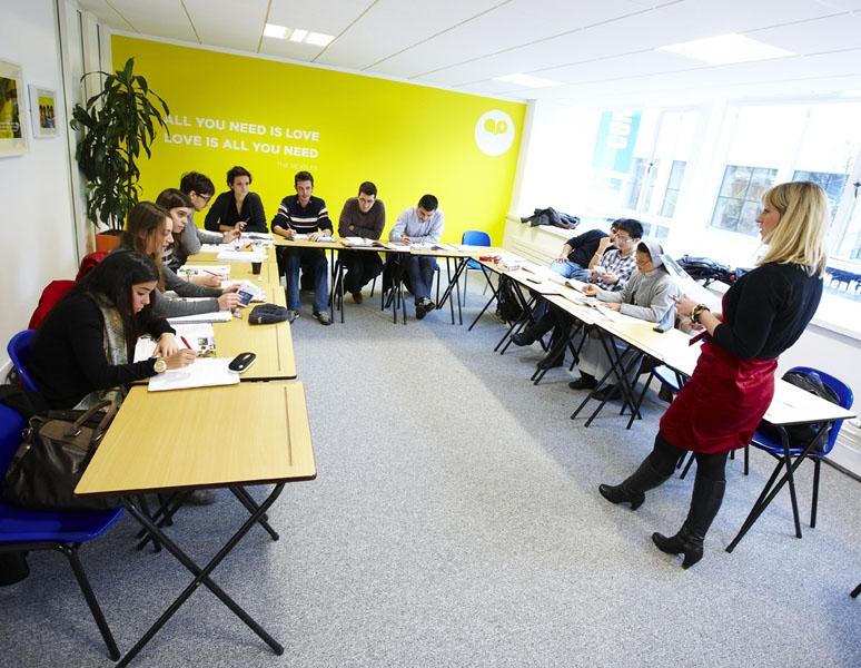Kaplan Classroom Design : Vacanza studio in inghilterra liverpool